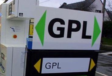 Gas pronto all'uso ma non aveva alcuna licenza denunciato a piede libero il proprietario